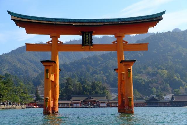 厳島神社の観光を堪能する方法とおすすめホテル3選