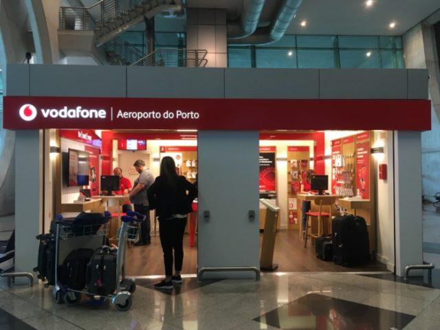 ポルト空港でSIMカードを購入できる店