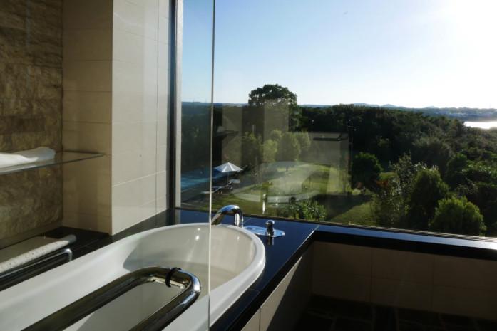 志摩観光ホテル「ザ・ベイスイート」のバスルーム