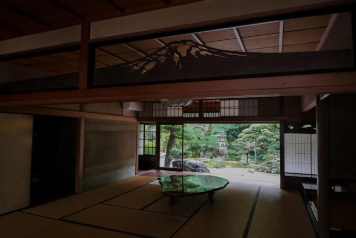 旧邸御室の深緑の薫