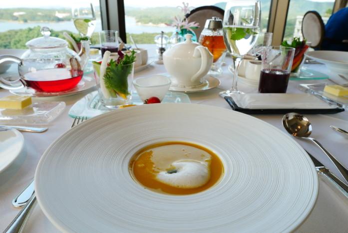 志摩観光ホテル「 ザ ベイスイート」のレストラン「ラメール」での朝食