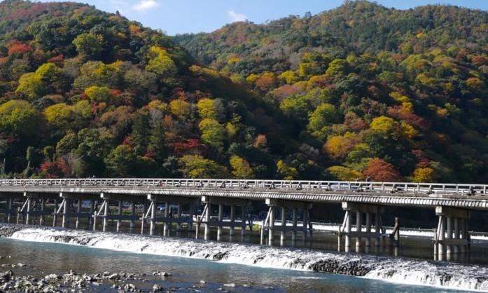 京都・嵐山にある渡月橋