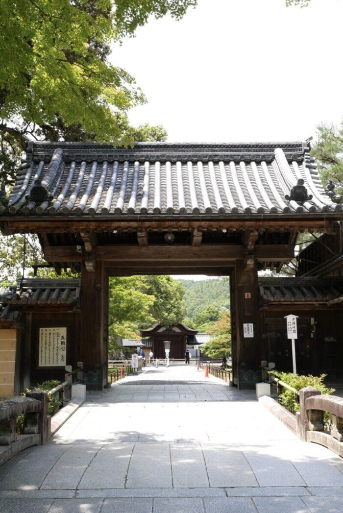 金閣寺の総門