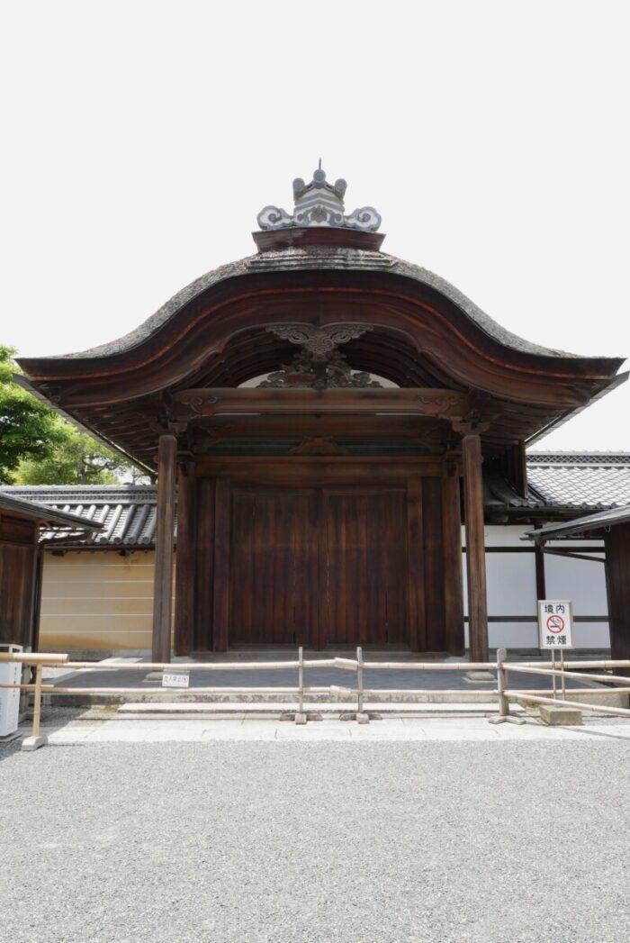 金閣寺の唐門