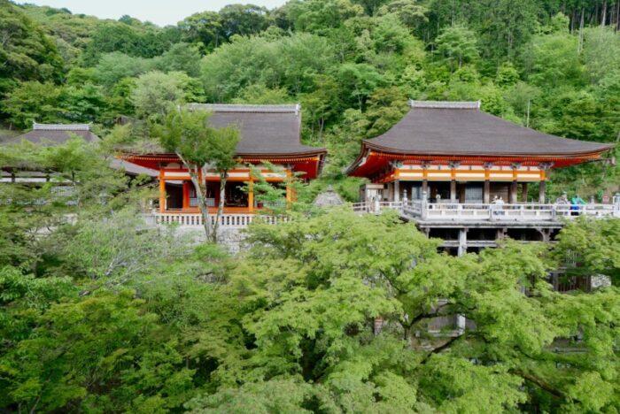 清水寺の阿弥陀堂と奥の院
