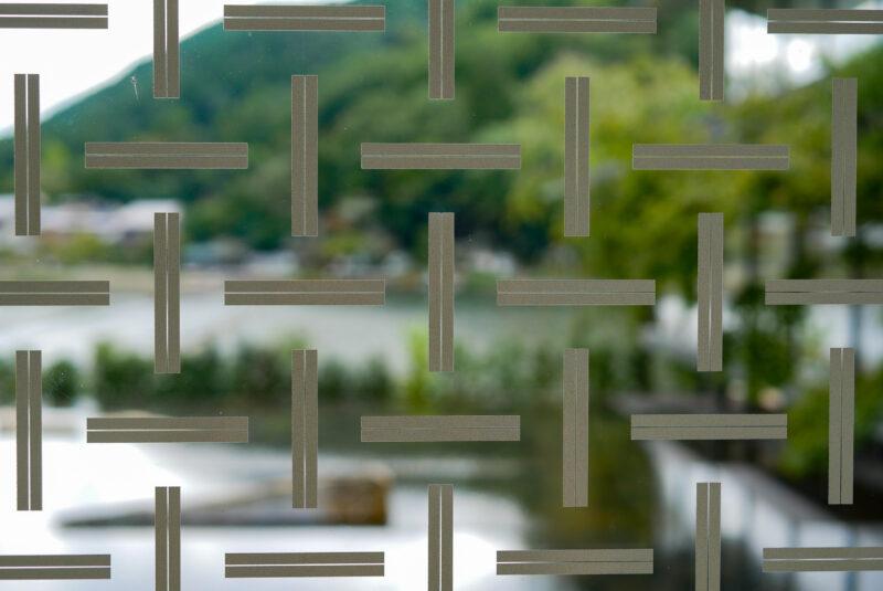 網代模様の外壁ガラス